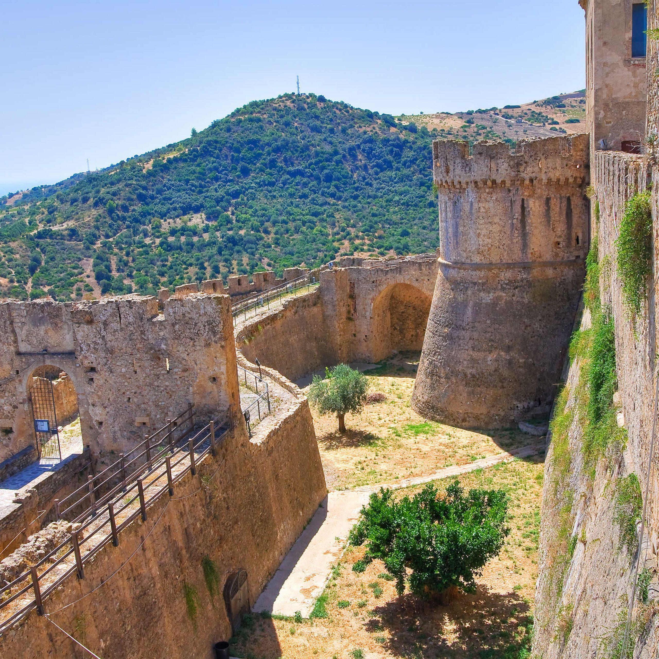 2° giorno: Rossano - Rocca Imperiale - Taranto